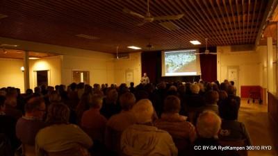 Nästan 200 rydbor tog chansen till en underhållande föreläsning i Lions Clubs regi.