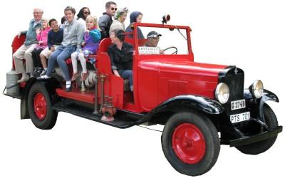Brandbilen som ägs av Almundsryds Hembygdsförening